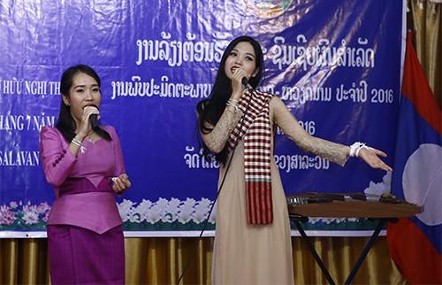1726 - Thắm tình hữu nghị thanh niên hai nước Việt Nam - Lào