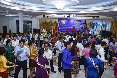 1731 - Thắm tình hữu nghị thanh niên hai nước Việt Nam - Lào