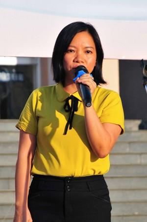 Bà Thái Thị Lệ Hằng - Phó Tổng biên tập Báo Khánh Hòa phát biểu hưởng ứng chương trình.