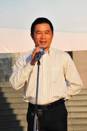 Ông Lê Văn Duy - Giáo đốc Điều hành Lotte Mart Việt Nam phát động chương trình bảo vệ  môi trường.