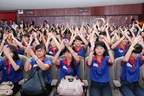 Hơn 500 tình nguyện viên làm sôi động khán phòng tại lễ kỷ niệm 15 năm chương trình TSMT