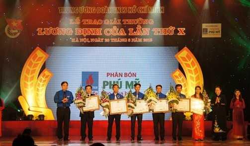 00185 85 Nhà nông trẻ xuất sắc nhận giải thưởng Lương Định Của lần thứ XI, năm 2016