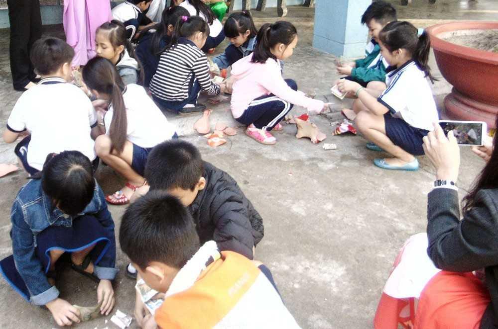 images 2016 heodat ninh hiep ninh hoa aa0e3 - Phong trào nuôi heo đất của Liên đội Trường tiểu học Số 3 Ninh Hiệp
