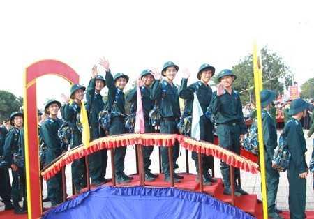 Các tân binh phân khởi khi trúng tuyển nghĩa vụ quân sự năm nay