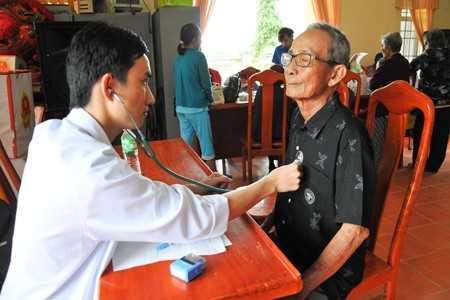 images2514014 kham - Khám bệnh miễn phí cho hơn 150 người dân