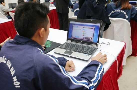 Sinh viên ĐH Quốc gia Hà Nội tham gia thi trực tuyến