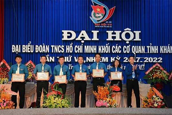 Đoàn Khối các cơ quan tỉnh khen thưởng 6 tập thể đạt giải phóng sự ảnh