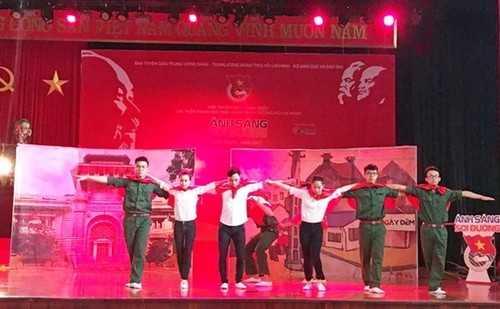 Màn chào hỏi ấn tượng của đội tuyển Hà Nội tại phần thi Chúng tôi là sinh viên