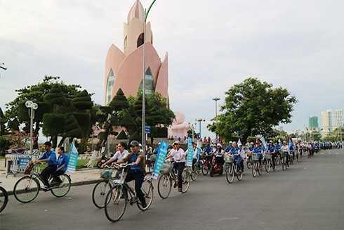 images5301095 5  3  - Gần 2.000 xe đạp diễu hành tuyên truyền phòng chống tác hại thuốc lá