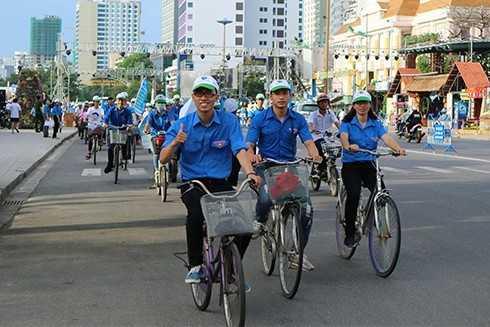 images5301096 4  3  - Gần 2.000 xe đạp diễu hành tuyên truyền phòng chống tác hại thuốc lá