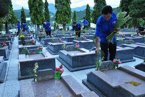 images5305250 APP 5633 - Lễ thắp nến tri ân các anh hùng liệt sĩ