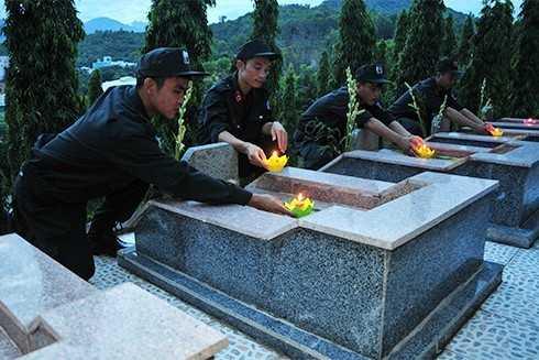 images5305251 APP 5660 - Lễ thắp nến tri ân các anh hùng liệt sĩ