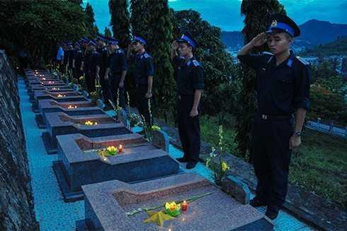 images5305252 APP 5663 - Lễ thắp nến tri ân các anh hùng liệt sĩ