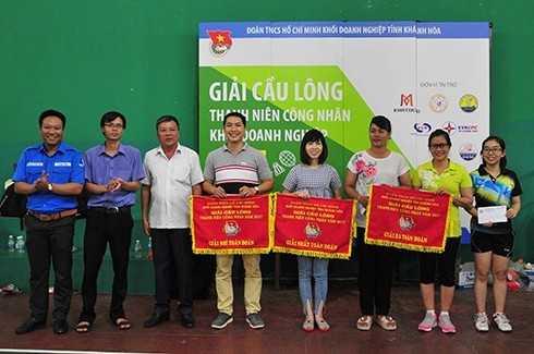 images5307973 APP 7168 - Giải cầu lông thanh niên công nhân: Công ty Yến sào Khánh Hòa nhất toàn đoàn
