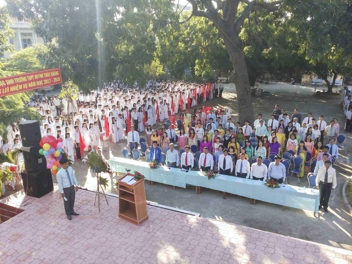 Lễ khai giảng ở trường THPT Huỳnh Thúc Kháng