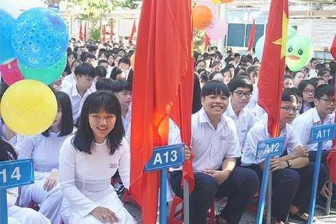 Học sinh Trường THPT Nguyễn Văn Trỗi trong ngày khai giảng.