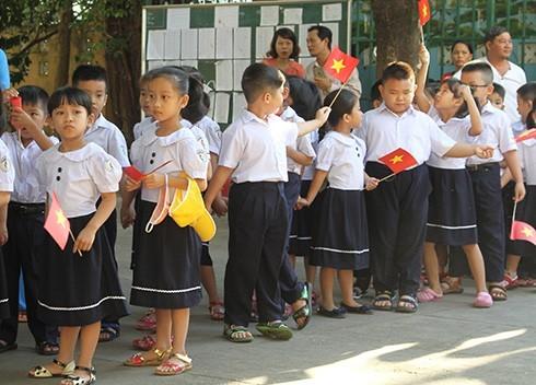 Học sinh lớp 1 Trường tiểu học Vĩnh Hải 2 trong buổi lễ khai giảng
