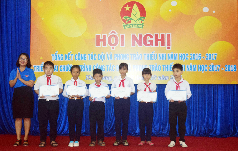 images 2017 hoi dong doi tinh tong ket 2016 2017 dsc 0173 d77a7 - 22 tập thể, 22 cá nhân được Trung ương Đoàn tặng bằng khen vì có thành tích xuất sắc trong hoạt động công tác Đội và phong trào thiếu nhi năm học 2016-2017