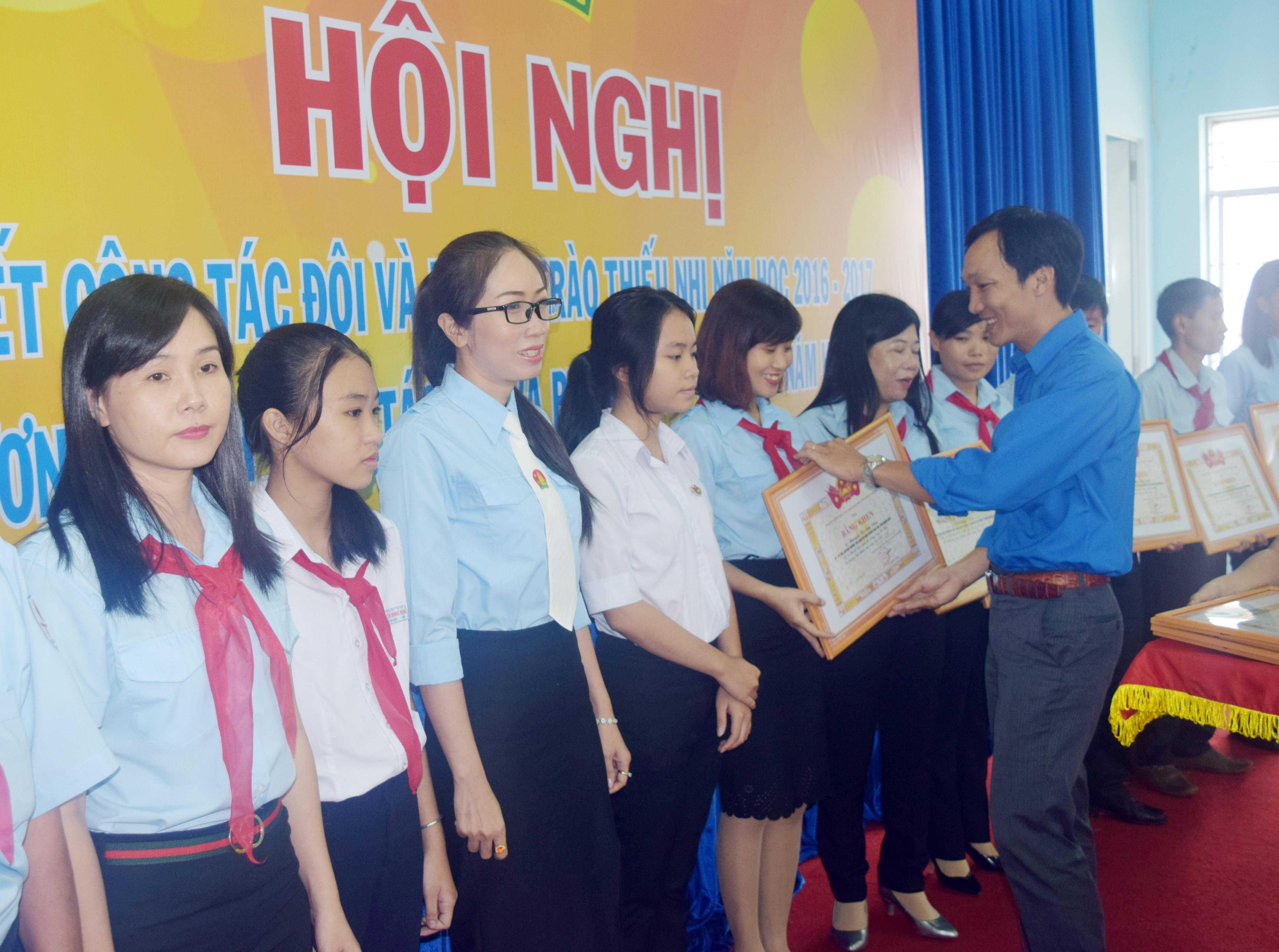 images 2017 hoi dong doi tinh tong ket 2016 2017 dsc 0181 4cd98 - 22 tập thể, 22 cá nhân được Trung ương Đoàn tặng bằng khen vì có thành tích xuất sắc trong hoạt động công tác Đội và phong trào thiếu nhi năm học 2016-2017