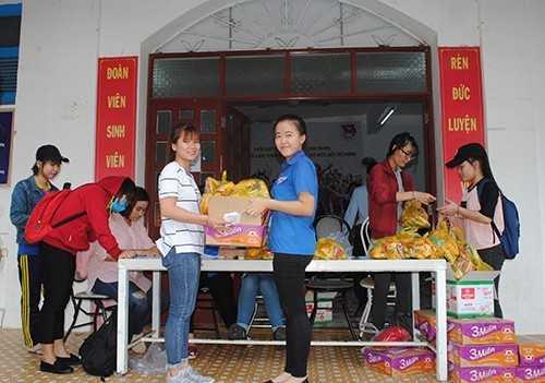 DTN 3 - Hỗ trợ gần 1.000 sinh viên gặp khó khăn; Huy động hàng nghìn đoàn viên tham gia khắc phục hậu quả sau bão.