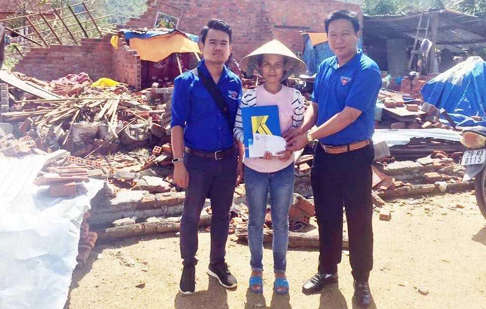images_2017_ho_tro_bao_lut_doanh_nghiep_doanh_nghiep_ho_tro_bao_lut_1_6c33d Tuổi trẻ Doanh nghiệp chung tay khắc phục hậu quả mưa bão