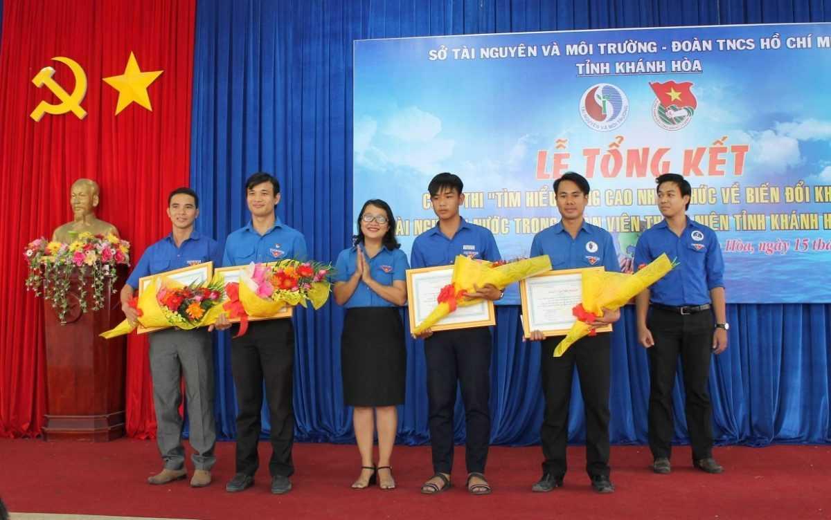 Đồng chí Huỳnh Phương Minh -Phó Bí thư Tỉnh đoàn, Phó Trưởng Ban tổ chức Cuộc thi trao giải khuyến khích tập thể