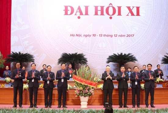 tang20hoa20 20Copy11 - Tổng Bí thư Nguyễn Phú Trọng: Thanh niên là người chủ tương lai, là rường cột của nước nhà