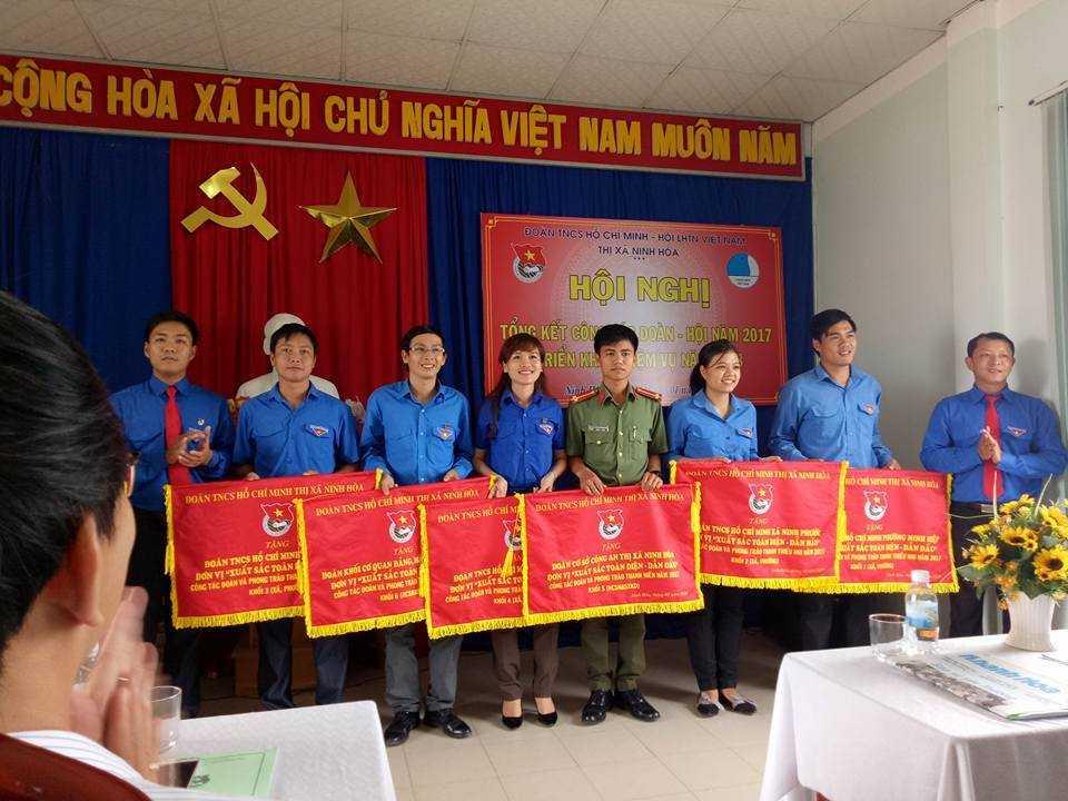 images 2018 01 ninh hoa tong ket doan hoi 2017 khen thuong a964f - NINH HÒA: Hội nghị tổng kết công tác Đoàn - Hội năm 2017