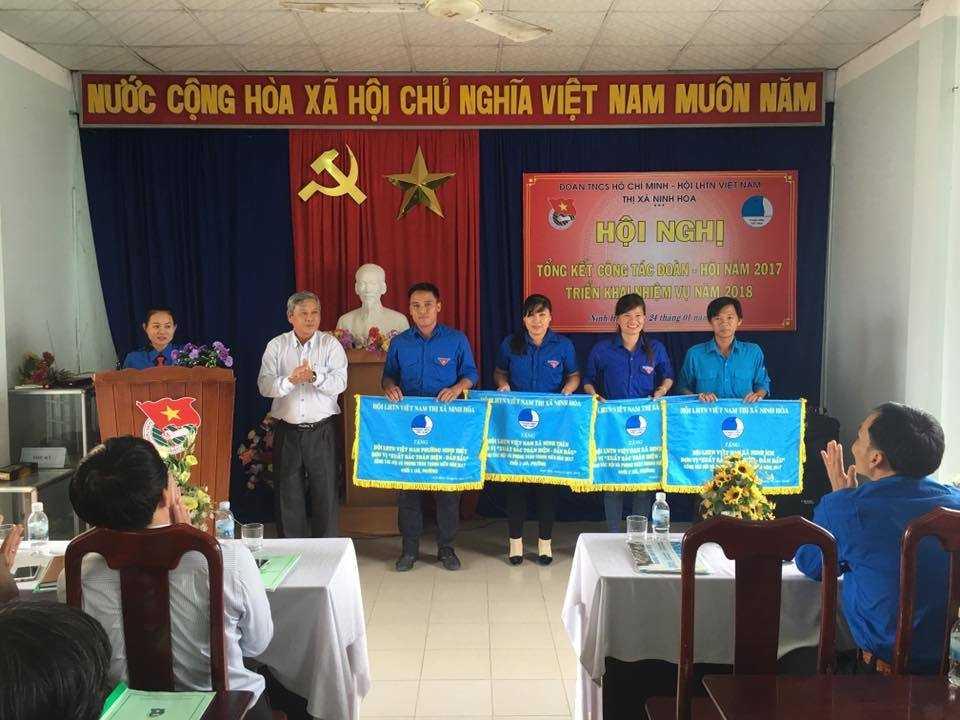 images 2018 01 ninh hoa tong ket doan hoi 2017 khen thuong hoi d528d - NINH HÒA: Hội nghị tổng kết công tác Đoàn - Hội năm 2017