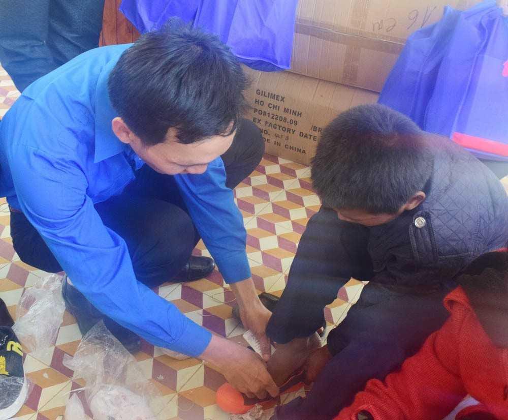 """images_2018_02_nang_buoc_em_toi_truong_khanh_vinh_dsc_0123_e52b4 Trao tặng công trình măng non """"Nâng bước em đến trường""""tại huyện Khánh Vĩnh"""