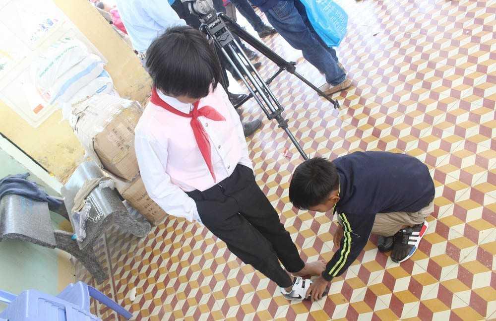 """images_2018_02_nang_buoc_em_toi_truong_khanh_vinh_img_6140_d1d11 Trao tặng công trình măng non """"Nâng bước em đến trường""""tại huyện Khánh Vĩnh"""