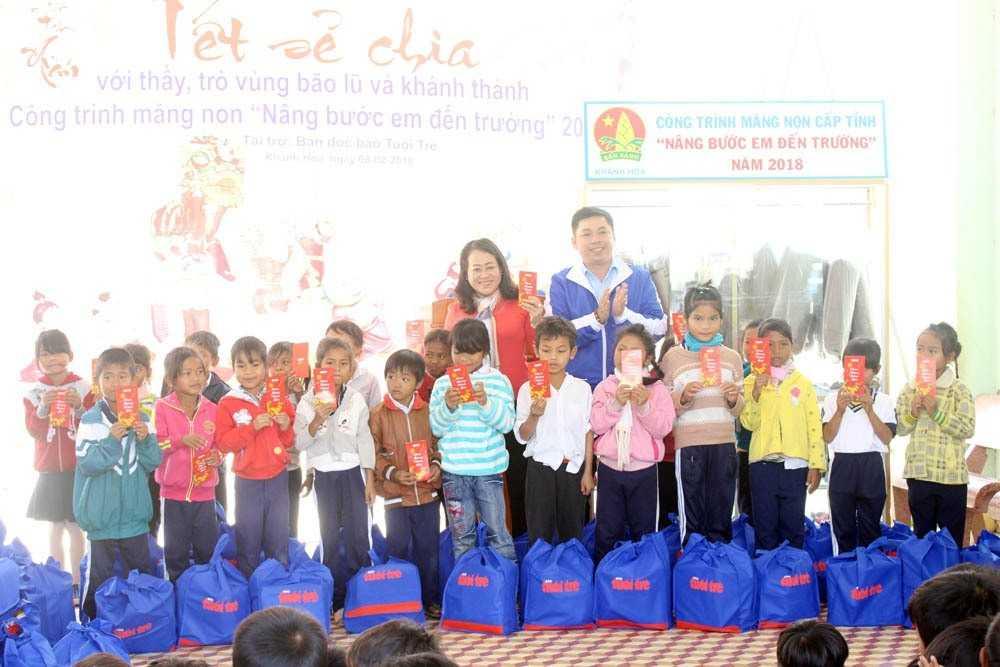 """images_2018_02_nang_buoc_em_toi_truong_khanh_vinh_img_6155_9cd1a Trao tặng công trình măng non """"Nâng bước em đến trường""""tại huyện Khánh Vĩnh"""