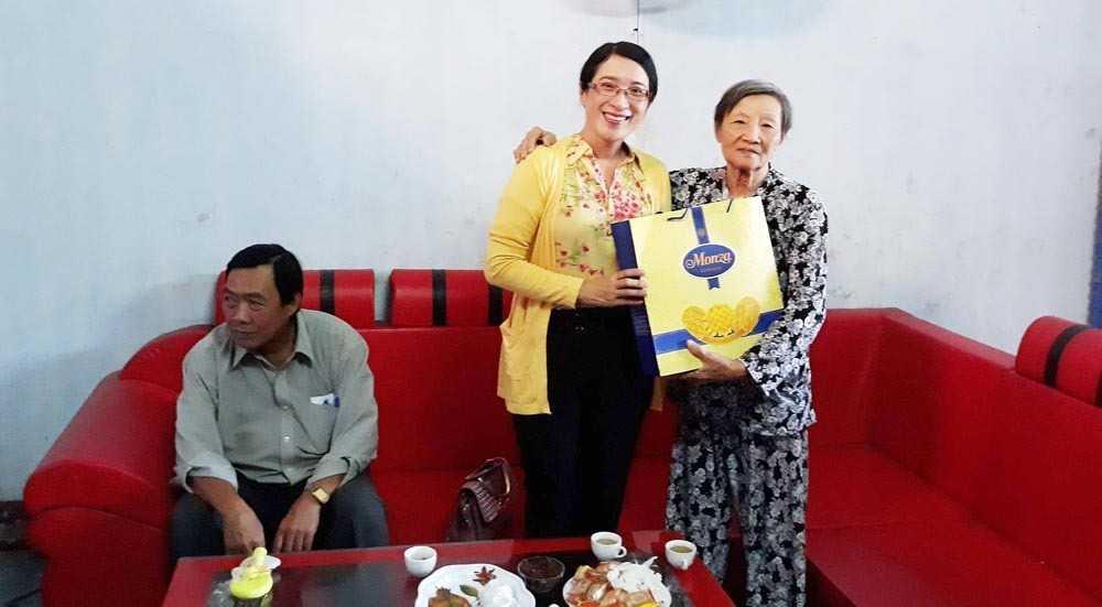 images_2018_02_phuong_cam_thuan_phoi_hop_tang_qua_tet_tham_tet_ba8d9 Đoàn phường Cam Thuận phối hợp công tác tặng quà cho các gia đình chính sách và hộ khó khăn