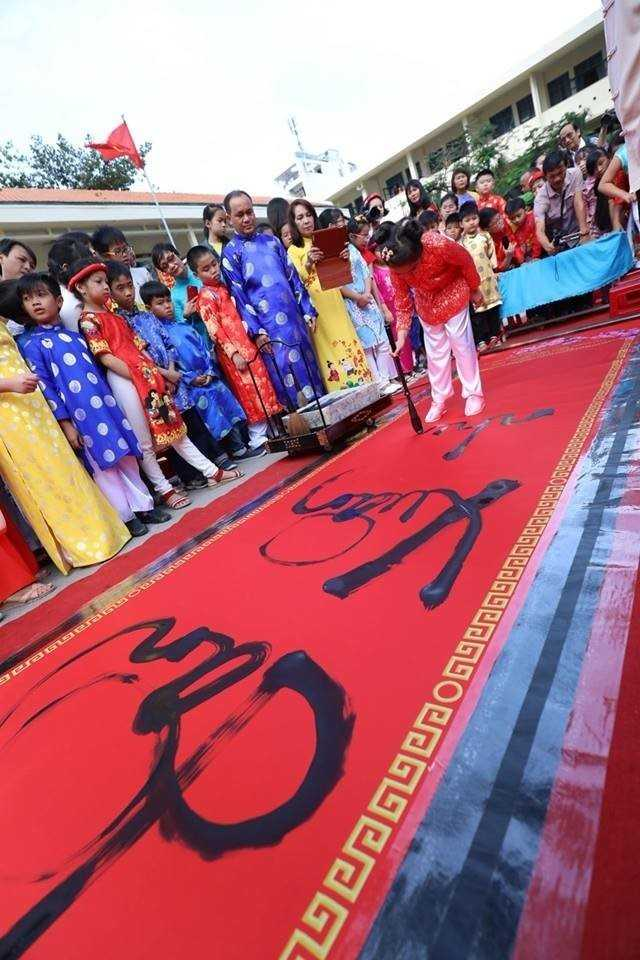 """images 2018 02 tet xua phuoc tien 68 nam ngay truyen thong hoi sinh vien 130c0 - Học sinh """"Tiểu học Phước Tiến"""" hóa thân vào Lễ hội Tết xưa."""