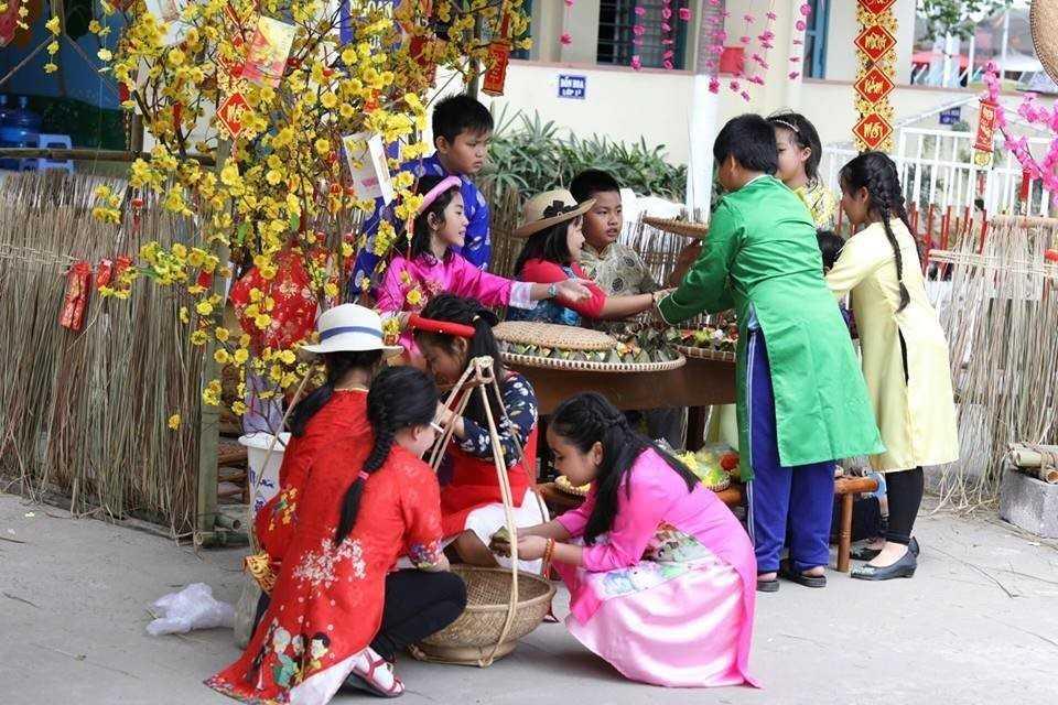 """images 2018 02 tet xua phuoc tien tet xua 2 de86f - Học sinh """"Tiểu học Phước Tiến"""" hóa thân vào Lễ hội Tết xưa."""