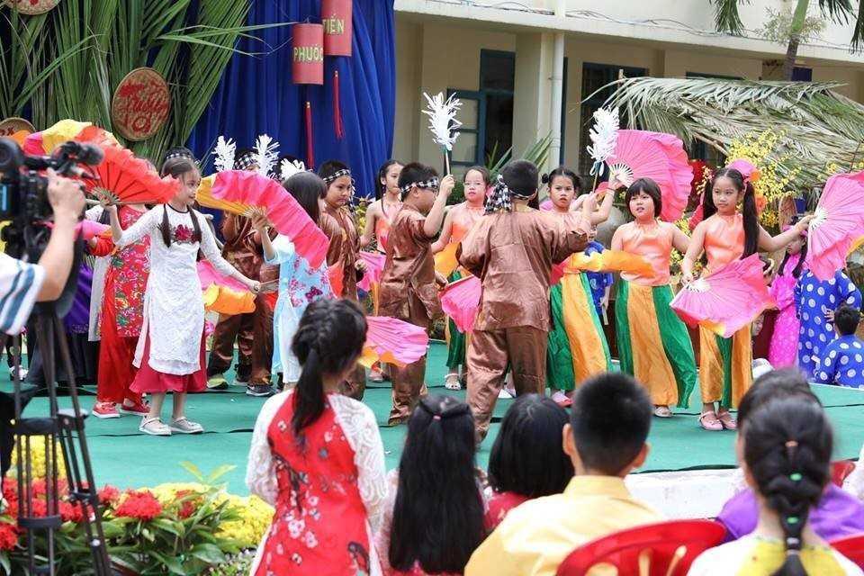 """images 2018 02 tet xua phuoc tien tet xua 3 40d13 - Học sinh """"Tiểu học Phước Tiến"""" hóa thân vào Lễ hội Tết xưa."""