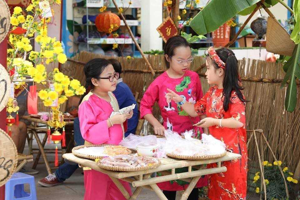 """images 2018 02 tet xua phuoc tien tet xua c34a6 - Học sinh """"Tiểu học Phước Tiến"""" hóa thân vào Lễ hội Tết xưa."""