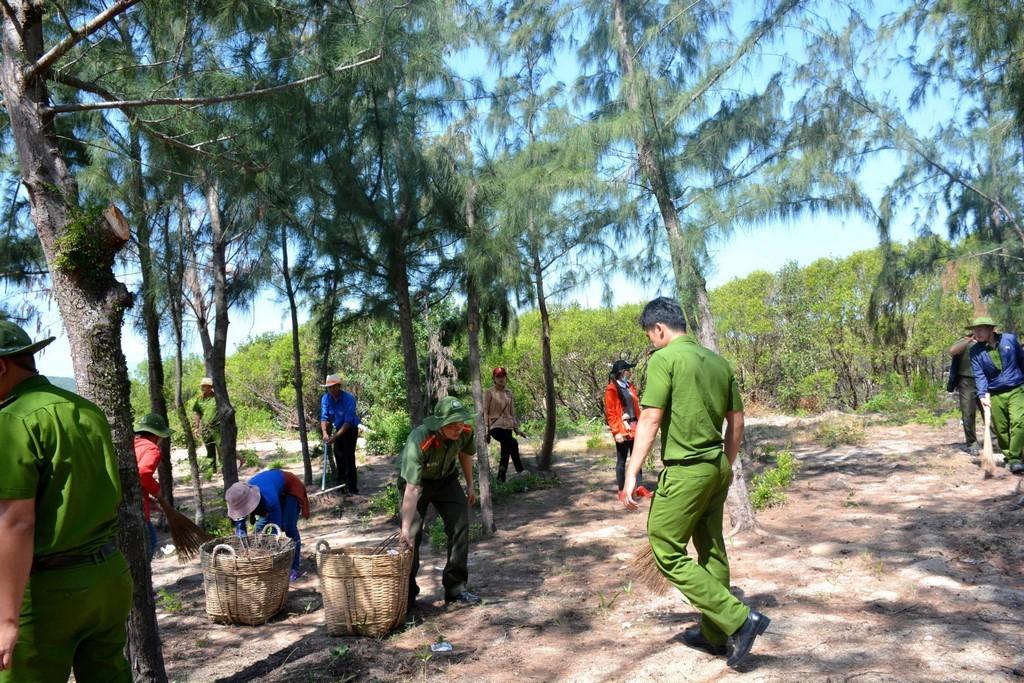 hinh 8 - Thả 4000 con cá giống tại rừng ngập mặn đầm Nha Phu