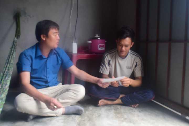 images 2018 02 tang qua thanh nien nhao ngu dsc 0173 58b7e - Tỉnh đoàn thăm, động viên và tặng quà cho các thanh niên trúng tuyển nghĩa vụ quân sự có hoàn cảnh khó khăn tại thành phố Cam Ranh