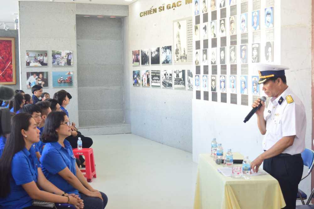 images 2018 03 le vieng gac ma dsc 0039 40a59 - Hơn 200 đoàn viên thanh niên viếng Khu tưởng niệm chiến sĩ Gạc Ma