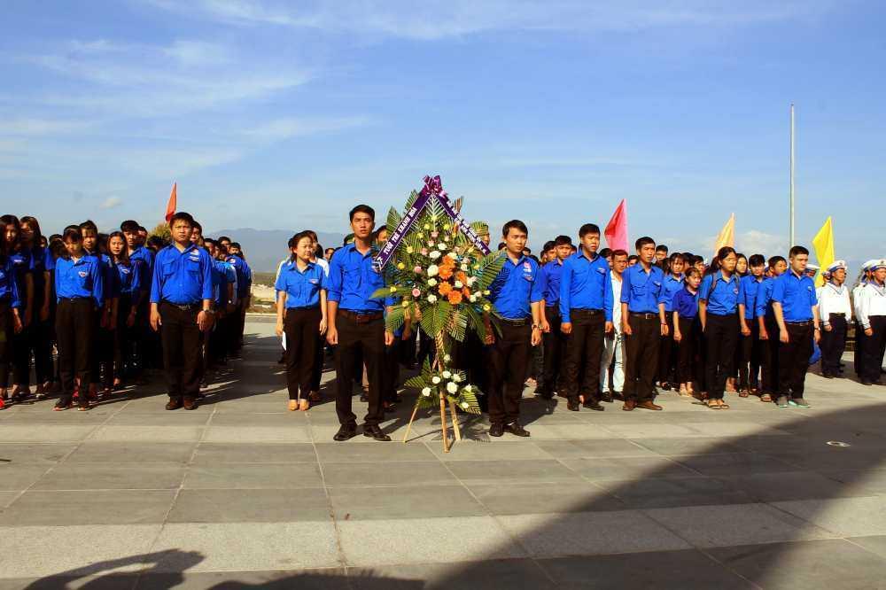images 2018 03 le vieng gac ma img 4061 22e05 - Hơn 200 đoàn viên thanh niên viếng Khu tưởng niệm chiến sĩ Gạc Ma