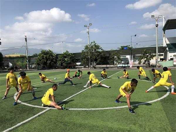 8a.Khoi dong - Giải bóng đá mini Đoàn thanh niên Điện lực Khánh Hòa, đơn vị trực thuộc Đoàn khối Doanh nghiệp tỉnh