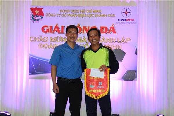 9a.Giai thu mon xuat sac (Nguyen Trong Duy) - Giải bóng đá mini Đoàn thanh niên Điện lực Khánh Hòa, đơn vị trực thuộc Đoàn khối Doanh nghiệp tỉnh