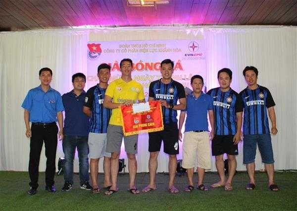 9b.Giai phong cach - Giải bóng đá mini Đoàn thanh niên Điện lực Khánh Hòa, đơn vị trực thuộc Đoàn khối Doanh nghiệp tỉnh