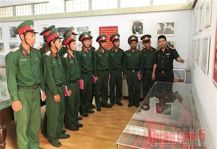 images 2018 04 270 doan vien quan su tinh tham qua nha truyen thong llvt 12 dde4a - 270 đoàn viên tham quan nhà truyền thống Lực lượng vũ trang tỉnh Khánh Hòa