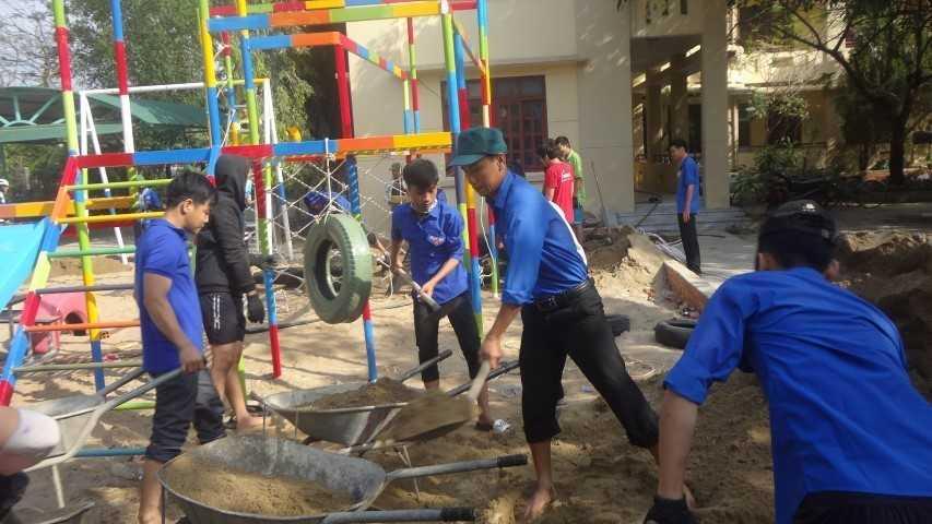 """images 2018 04 cam lam khanh thanh san choi tre em 2 6d406 - CAM LÂM: Khánh thành Công trình thanh niên """"Sân chơi liên hoàn cho trẻ em"""""""