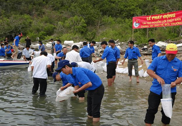 images 2018 04 tha ca tai dam nha phu image003 7d941 - Ra quân bảo vệ môi trường, tái tạo nguồn lợi thủy sản năm 2018 tại Đầm Nha Phu