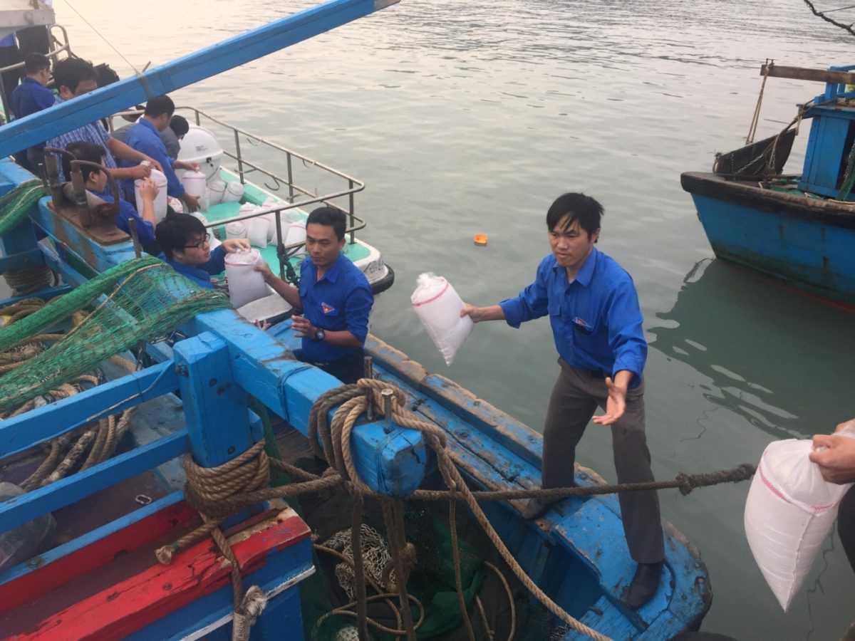 images 2018 04 tha ca tai dam nha phu image007 0fa4c - Ra quân bảo vệ môi trường, tái tạo nguồn lợi thủy sản năm 2018 tại Đầm Nha Phu