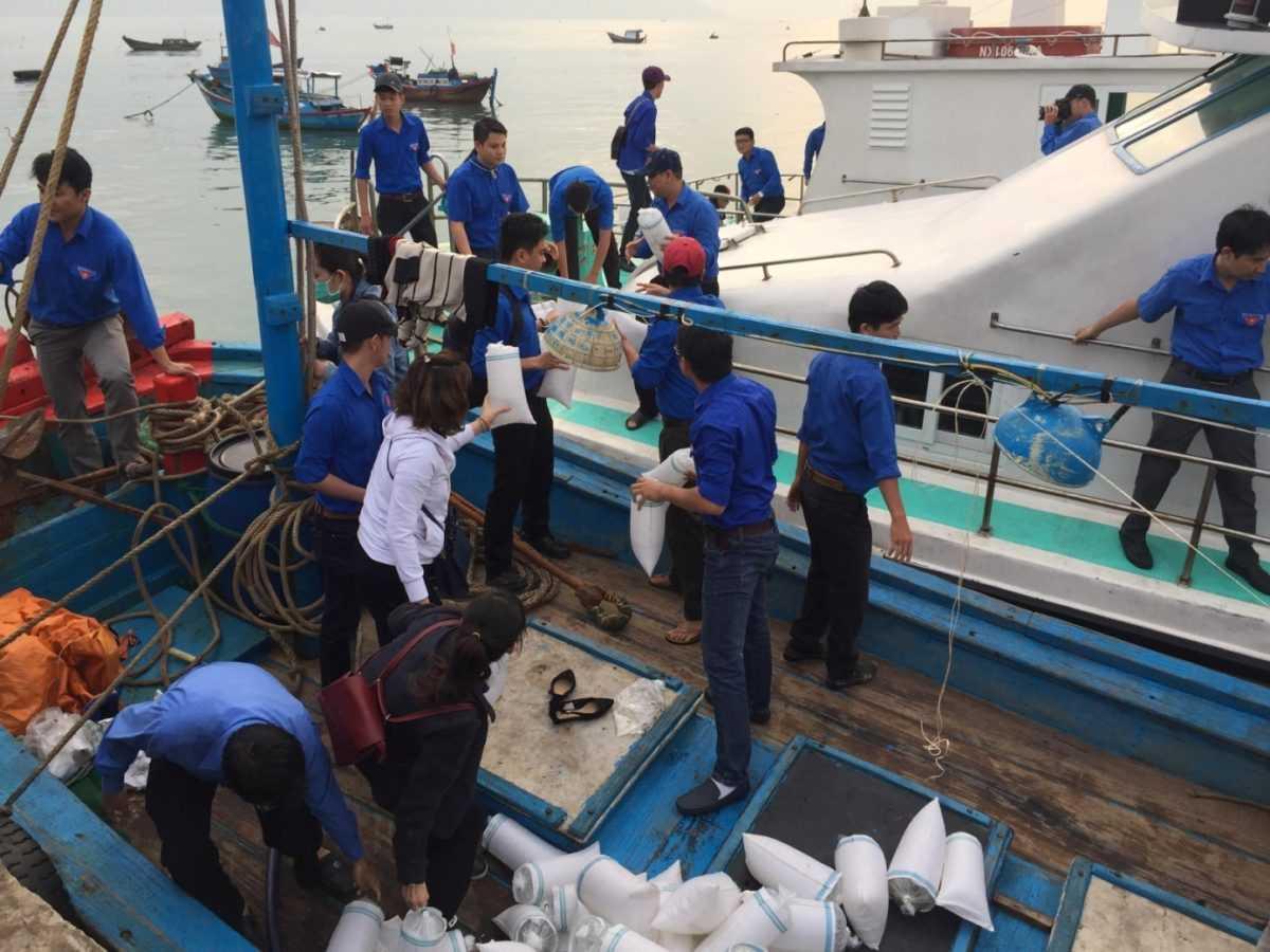 images 2018 04 tha ca tai dam nha phu image009 5ccf5 - Ra quân bảo vệ môi trường, tái tạo nguồn lợi thủy sản năm 2018 tại Đầm Nha Phu