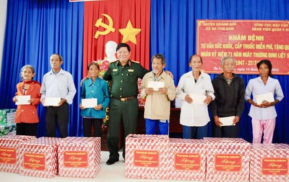 16072018vthuy5 - Tổng cục Hậu cần và Bệnh viện Quân y 87 khám bệnh, cấp thuốc miễn phí cho đối tượng chính sách tỉnh Khánh Hòa